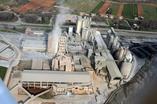Vista aérea de Cementos Hontoria S. A. Venta de Baños, 2011. Fuente: Quetiempoes.