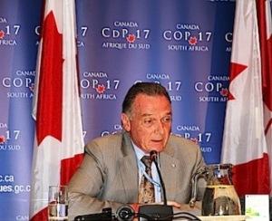 El ministro de Medio Ambiente canadienese, Peter Kent. 5 dic. 2011. Fuente:otromundomejoresposible.net.