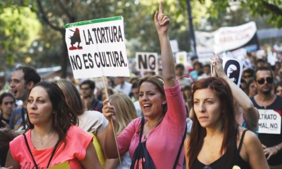 Manifestación contra el Toro de la Vega. 'La tortura no es cultura'. Madrid, 13 sept. 2014. Fuente: Globopedia.com.