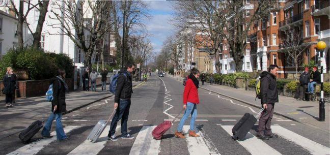 Miles de jóvenes se ven obligados a marchar del país por culpa de la crisis económica. 2013.