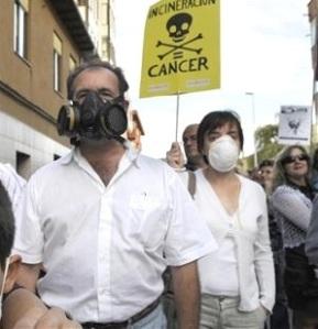 Protesta ciudadana contra la coincineración de residuos en la cementera Tudela Veguín. 2008. Fuente: lacronicadeleon.es.