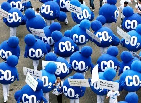 Protesta contra el cambio climático y el exceso de CO2 en la atmósfera terrestre. Fuente: blog.pinturaaislante.eu.
