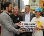 El portavoz de Avaaz, Ricken Patel, el político y cineasta, Al Gore, el alcalde de Nueva York, Bill de Blasio y el secretario general de la ONU, Ban Ki-moon. Nueva York, 21 sept. 2014. Avaaz.org.