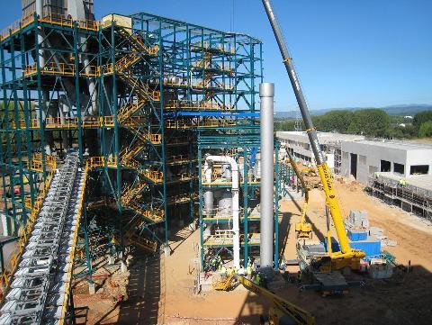 Ciuden. Un aspecto de los trabajos de montaje de la caldera de oxicombustión de la Ciuden. Cubillos del Sil, 15 sept. 2010.