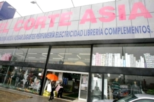 Un cierre correcto de las puertas de los locales comerciales. Fuente: elmundo.es.