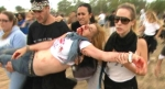 Una herida en el intercambio de pedradas entre defensores y detractores del Toro de la Vega. Tordesillas, 16 sept. 2014. Lasexta.com