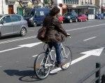 La sustición del automóvil por la bicicleta contribuiría a mejorar la calidad del aire en las ciudades. Bicihome.com.