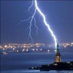Caida de un rayo en Liberty Island, New York. Taringa.net.