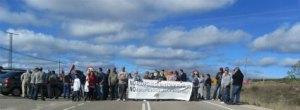 Corte de carretera en la comarca de Omaña contra la desaparición de las juntas vecinales. 12 oct. 2012. Fuente: ileon.com.