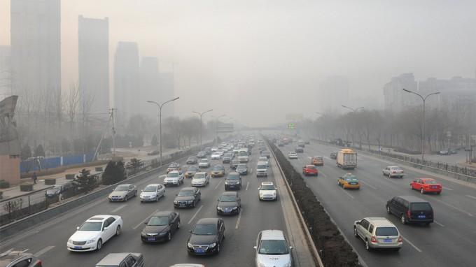 El automóvil continúa siendo el principal responsable de la contaminación del aire. Fuente: noticias.coches.com.