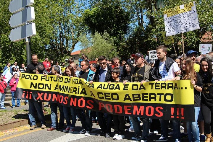 Manifestación contra la megaminería en Galicia. Santiago de Compostela. 2 jun. 2013. Fuente: gzvideos.