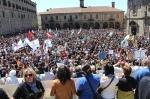 Lectura de manifiestos en la manifestación contra la megaminería. Santiago de Compostela. 2 jun. 2013. Fuente Gzvideos.