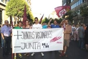 Manifestación de las Juventudes leonesistas en defensa de las juntas vecinales. León, 7 abril 2011. Fuente: tribunaleonesa.com.