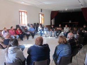 Reunión de alcaldes pedáneos en defensa de las juntas vecinales y lo concejos. Fuente: esllabonlleonesista.blogspot.com.