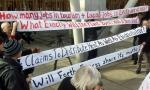 Un grupo de activistas protesta en Escocia contra la quema de residuos. 2 abrl 2012. Fuente: guardian.co.uk
