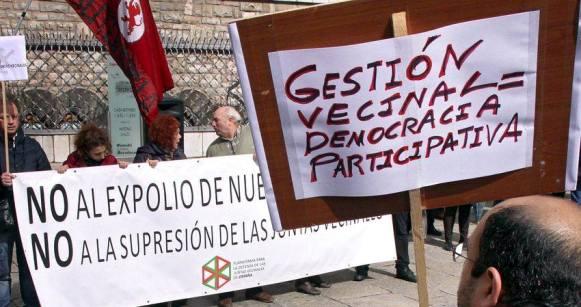 Concentración en defensa de las juntas vecinales. León.
