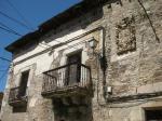 Balcones y escudo de la Casa de las Carralas. Villar de los Barrios. Foto: Enrique L. Manzano.