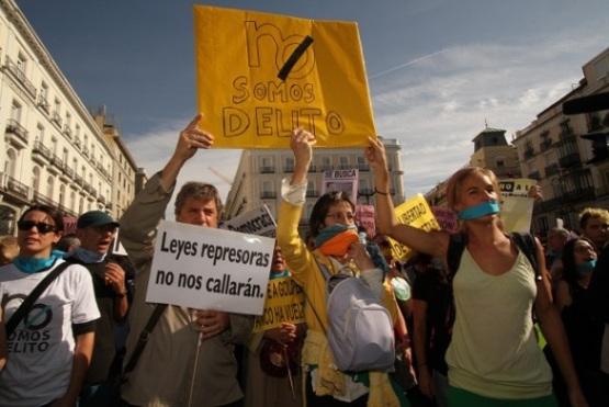 Protesta de la Plataforma 'No somos delito' en Madrid. 1 nov. 2014. Fuente: tercerainformacion.com.