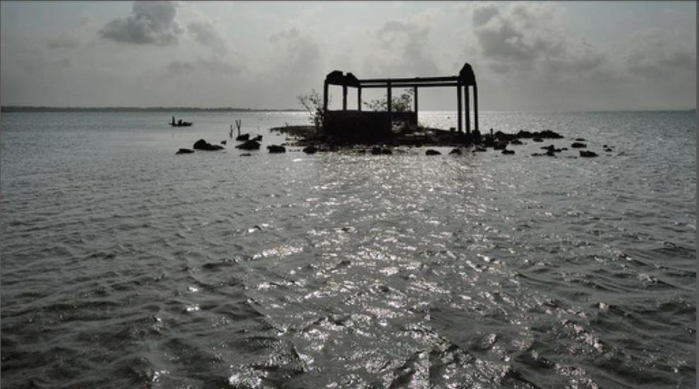 Una de las islas de San Blas sumergida y abandonada en el Caribe panameño. 2014. Displacementsolutions.org.