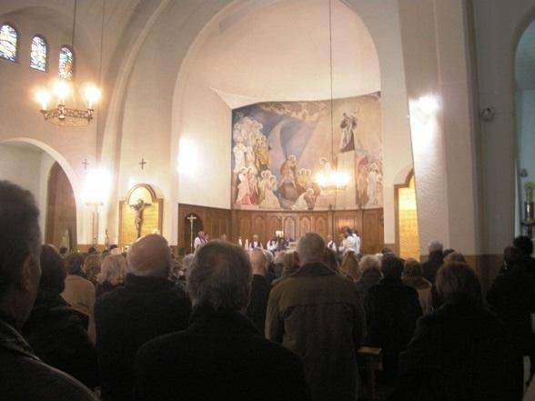 Aspecto de la iglesia de San Pedro en el funeral por Mercedes. 4 dic. 2010. Foto: Enrique L. Manzano.
