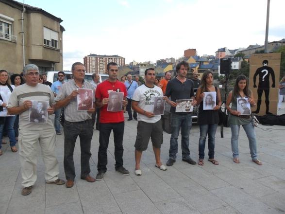 Familiares de represaliados del franquismo. 30 agosto 2011. Foto: Enrique L. Manzano.