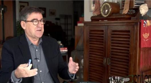 Juan Torres entrevistado tras la presentación del documento económico de Podemos. 2014.