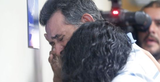 el padre del ambientalista asesinado llora al conocer la sentencia. 26 enero 2015. Lanacion.com. Foto: Rafael Pacheco.