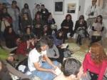 El público intervino leyendo poelas de 'Esto no rima'. 4 de mayo 2012. Foto: Enrique L. Manzano.