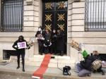 Ginebra. En la puerta del banco donde Bárcenas guarda sus millones. 23 febr. 2013.