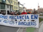 23F. Pancarta del 15M contra los banqueros y políticos.  Ponferrada, 23 febr. 2013. Foto: Enrique L. Manzano.