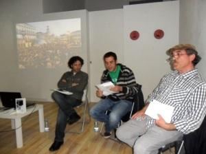 Presentación del poemario 'Esto no rima'. Aínda, Abel Aparicio y Toño Morala (de izq. a dcha). 4 mayo de 2012. Foto: Enrique L. Manzano.