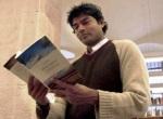 Raj Patel en la presentación de su libro en Barcelona. 3 abril 2008. Fuente: publico.es. Efe.