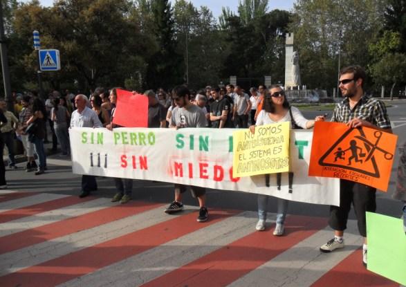 'Sin perro, sin flauta, sin miedo'. Ponferrada, 13 mayo 2012. Foto: Enrique L. Manzano.