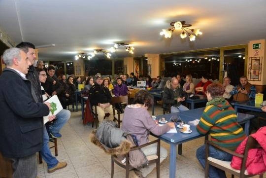 Una asamblea de Podemos. Ponferrada, 12 enero 2015.  Foto Quinito.