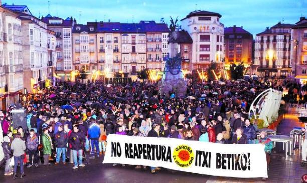 Cocentración en Vitoria contra la reapertura de Garoña. Vitoria, 11 marzo 2015. Tercerainformacion.es.