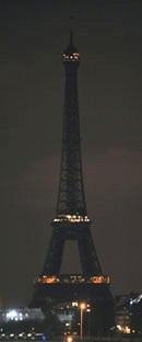 La Torre Eiffel apagada. París, 31 marzo 2012. Nuevatribuna.es.