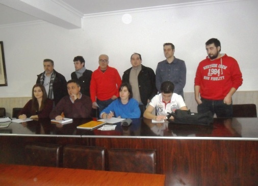 Mesa de la asamblea por un proceso de convergencia en Ponferrada. 7 mazrzo 2015.  Foto: Enrique L. Manzano.