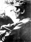 Eduardo Galeano entrevistando al guerrillero César Montes en la selva guatemalteca, a fines de los sesenta. Wikipedia.org.