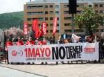 Presencia de los sindicatos CCOO y UGT en la manifestación. Ponferrada, 1 mayo 2013. Foto: Enrique L. Manzano.