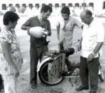 Pruebas con el motor de agua de Arturo Estévez Varela. 1970. Teatrevesadespertar.wordpress.com.