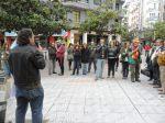 Un portavoz de la CGT se dirige al grupo independiente de concentrados en la plaza Fernando Miranda. Ponferrada, 1 mayo 2013. Foto: Enrique L. Manzano.