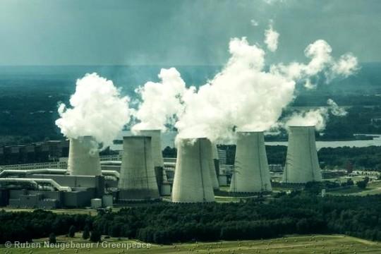 Torres de enfriamiento de la central térmica de  Jaenschwalde (Lausacia, Alemania).