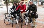 Folgueral, Merayo y Macías presentando las nuevas bicicletas de alquiler (de izquierda a derecha). Ponferrada, 2014.