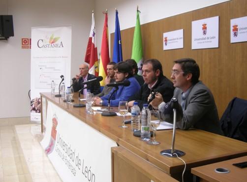 José Ángel Arranz, director general de Medio Natural de la Junta de CyL (Primero por la derecha). Ponferrada, 19 nov. 2010. Foto: Enrique L. Manzano.