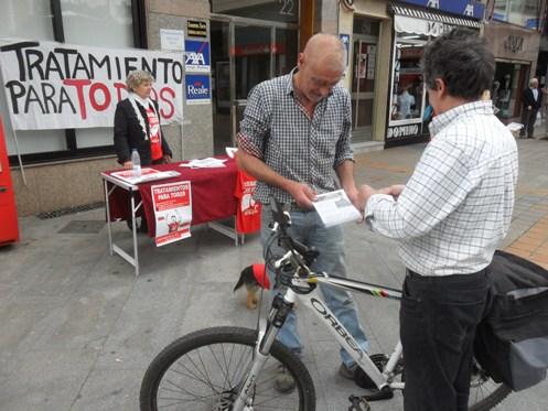 Campaña de información de la PLAFHC.  Ponferrada, 13 jun. 2015. Foto: Enrique L. Manzano.