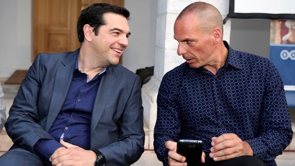 El presidente griego, Alexis Tsipras, con su ministro de Finanzas, Yanis Varoufakis. 2015. Republica.com.