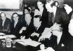 Firma del Acuerdo de Londres sobre la deuda alemana. 27 febr. 1953.  Wikipedia.org. Deutsche Bank AG, Kultur und Gesellschaft Historisches Institut, Frankfurt am Main.
