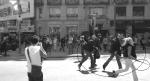 Infiltrados de la policía armados huyen tras ser descubiertos. Barcelona, 29 marzo 2012  Fuente: diario.octubre.com.