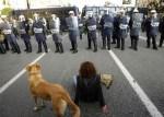 'Lukánikos' durante la protesta juvenil en Atenas. 23 dic. 2008.