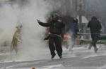 'Lukánikos' en medio de la revuelta callejera. 2010. Rebeldog.tumblr.com.